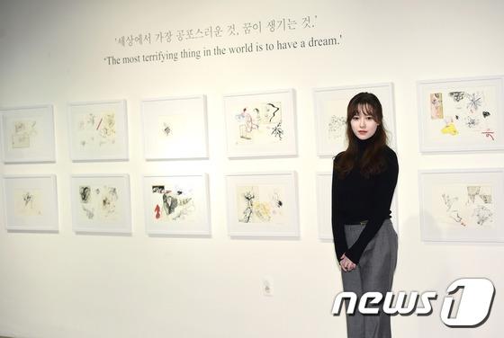 Goo Hye Sunnổi bật tại triển lãm tranh riêng.