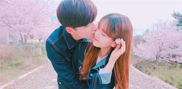 Ngắm những bức ảnh đáng yêu của Oh Yoon Seo và Chae Yeok Jun, không ít người nhận xét đây là câu chuyện ngôn tình ngoài đời thực của đôi trẻ Hàn Quốc.