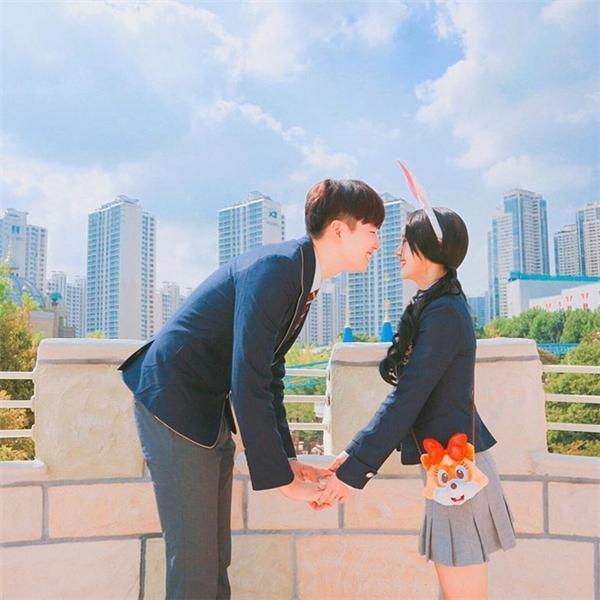 Cặp đũa lệch xứ Hàn bỗng nổi tiếng nhờ những bức ảnh lãng mạn