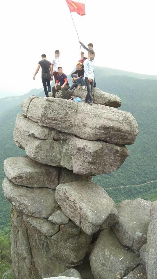 Bạn có đủ can đảm để leo lên mỏm đá này?(Ảnh: Internet)