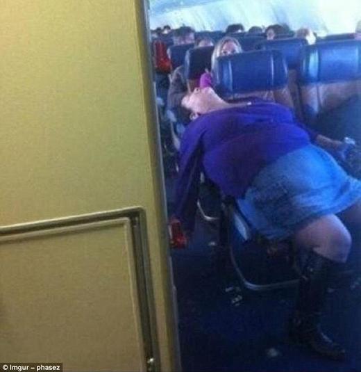 Không có người phụ nữ nào ngủ xấu cả, chỉ có người phụ nữ ngủ rất xấu mà thôi!