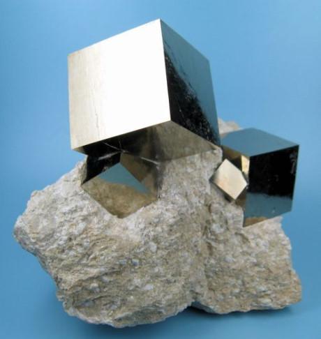 Một mẫu tinh thểPyrite tự nhiên có hình dạng khối lập phương vô cùng hoàn hảo. (Ảnh: internet)