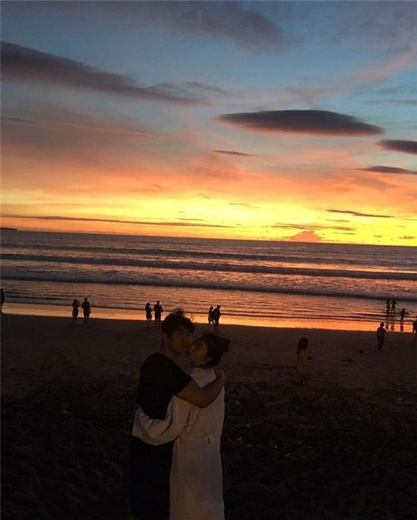 Bức ảnh tình thương mến thương với Choiza khiến người hâm mộ phải phát hờn với tình yêu của cặp đôi