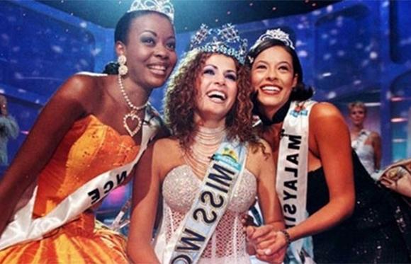 Linor Abargil trong giây phút đăng quang hoa hậu. (Ảnh: Internet)