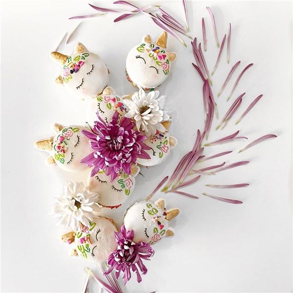 Macaron là một loại bánh ngọt của Pháp được làm từ lòng trắng trứng, đường bột, đường cát, bột hạnh nhân và thêm màu thực phẩm. (Ảnh: Instagram)