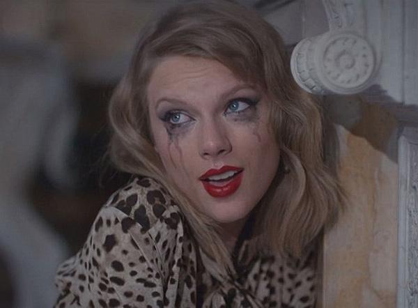 """Nguồn tin từNational Enquirer khẳng định Taylor vẫn """"nhớ mãi không quên"""" tình cũ và thường xuyên nhớ đến anh trong lúc say xỉn."""