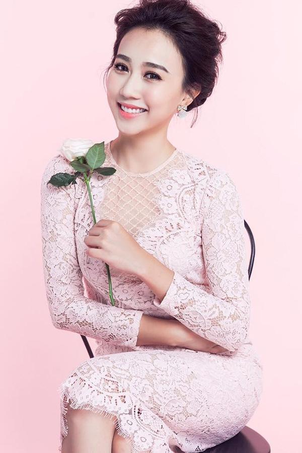 Huỳnh Hồng Loan là một trong những hot girl Sài thành hiện tại với vẻ ngoài trong trẻo, đáng yêu. Cũng chính điều này giúp cô có cơ hội xuất hiện trong MV của Sơn Tùng. Vừa qua, Huỳnh Hồng Loan cũng đã có những bước lấn sân đầu tiên sang lĩnh vực điện ảnh.