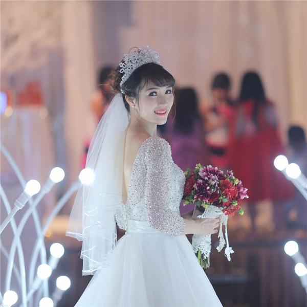 Vũ Thị Trang vô cùng lộng lẫy trong bộ soiree làm lễ cưới tại TP.HCM. (Ảnh: FBNV)