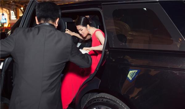 Siêu mẫu Thu Hằng đi siêu xe 9,5 tỷ đồng đến sự kiện - Tin sao Viet - Tin tuc sao Viet - Scandal sao Viet - Tin tuc cua Sao - Tin cua Sao