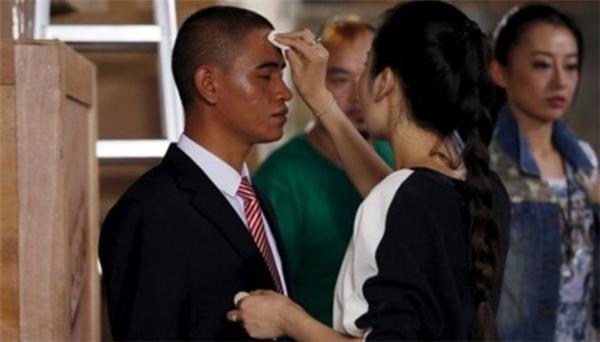 """Xiao Jiguođang chuẩn bị cho một màn """"biểu diễn"""". (Ảnh: Internet)"""