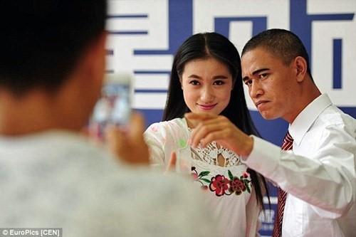 Trước khi xuất hiện trước công chúng,Xiao Jiguo phải diễn tập rất nhiều lần. (Ảnh: Internet)