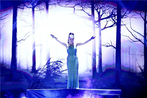 """Là người đảm nhận trọng trách chốt màn chương trình, Thu Minh như một """"bà hoàng"""" đầy quyền lực trên sân khấu. - Tin sao Viet - Tin tuc sao Viet - Scandal sao Viet - Tin tuc cua Sao - Tin cua Sao"""