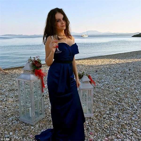 Anastasia thường xuyên đăng tải những hình ảnh về lối sống xa xỉ của mình lên mạng xã hội.
