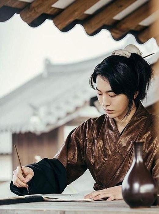 Tạo hình cổ trang đẹp như tranh của Nam Joo Hyuk trong Moon lovers.