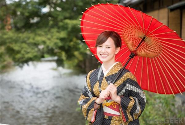 Kimono ngỡ kín như bưng nào ngờ vẫn hở bộ phận quyến rũ này