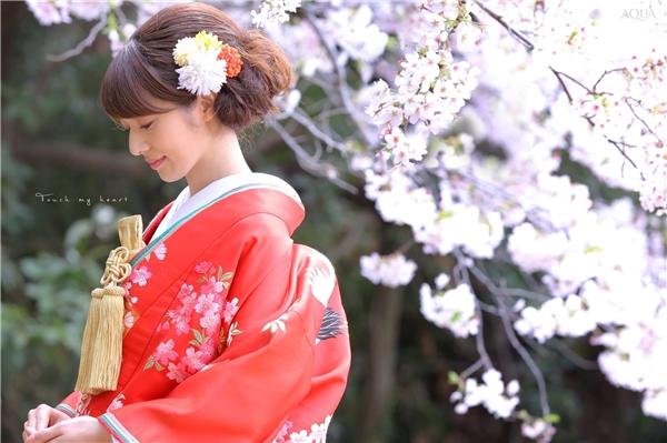 """Kimono truyền thống hầu như không có """"size"""" vì khi mặc chỉ cần bó lại cho vừa vặn với dáng người."""