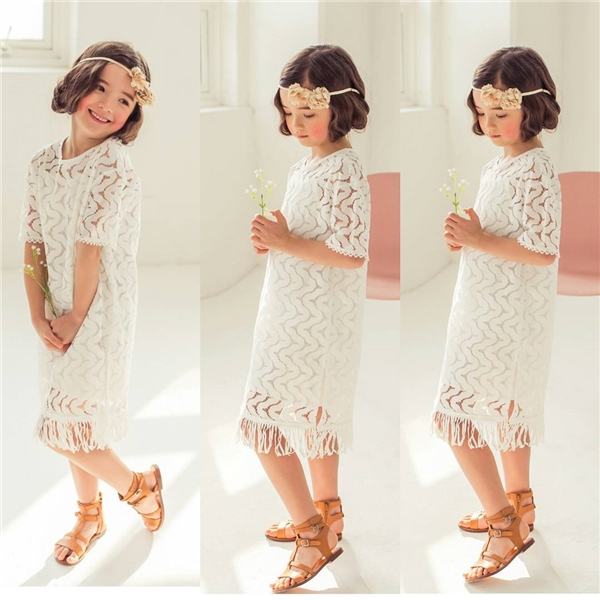Dù diện bất cứ trang phục nào cô nhóc cũng thể hiện thần thái vô cùng ấn tượng.