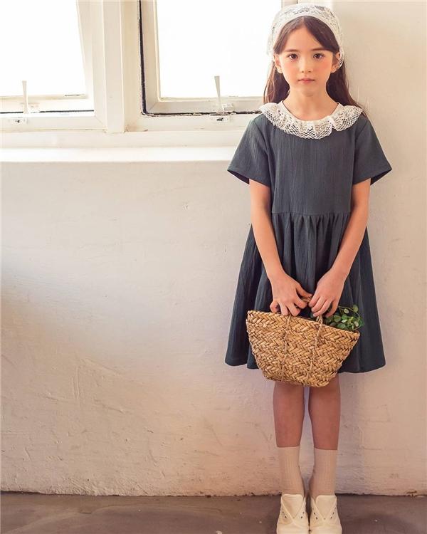 Hớp hồn bởi vẻ đẹp như thiên thần của bông hồng lai 8 tuổi