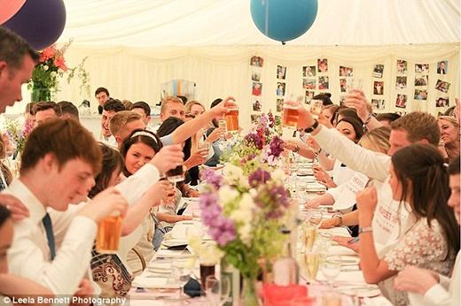 Trong đám cưới của mình, cả cô dâu lẫn chú rể đều ngập tràn hạnh phúc bên cạnh những lời chúc phúc đến từ gia đình, bạn bè và người thân.