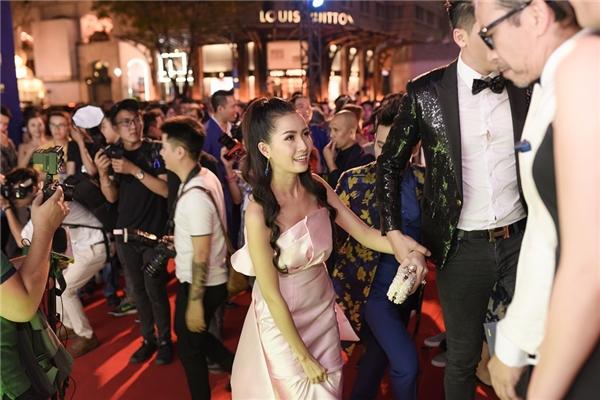 Phan Thị Mơ xin nghỉ quay sớm để đi sự kiện cùng Nam Phong - Tin sao Viet - Tin tuc sao Viet - Scandal sao Viet - Tin tuc cua Sao - Tin cua Sao