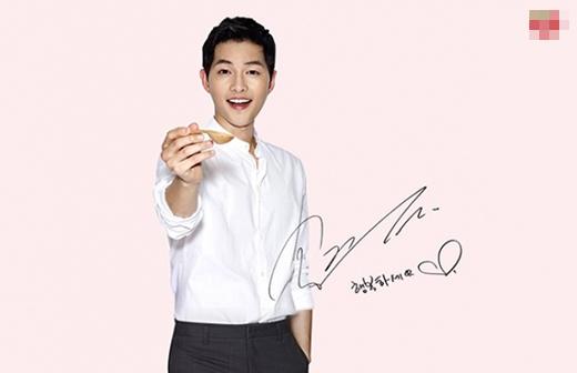 Với lợi thế khuôn mặt trẻ con, nụ cười tươi, Joong Ki nhanh chóng đi vào lòng fans và...ở đó mãi.