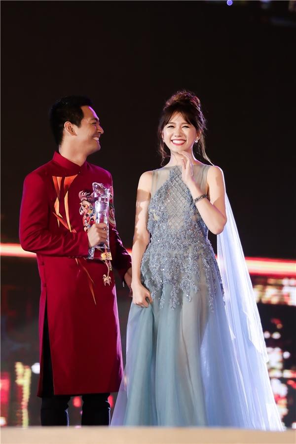 """Cầm chiếc cúp danh giá trên tay, Hari Won chia sẻ: """"Giải thưởng này thật sự có ý nghĩa rất lớn trong sự nghiệp âm nhạc của mình. - Tin sao Viet - Tin tuc sao Viet - Scandal sao Viet - Tin tuc cua Sao - Tin cua Sao"""