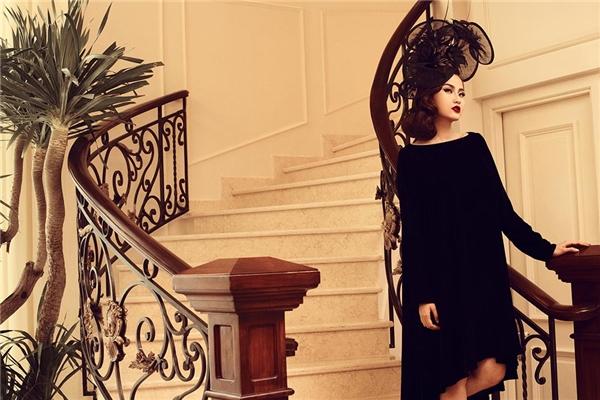 Khánh Ngân đẹp hút hồn với vẻ kiêu kì và quyến rũ trong sắc đen