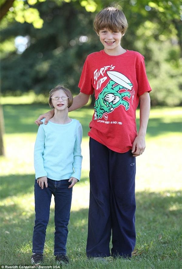 Cô bé năm nay 13 tuổi và cao gần92cm.