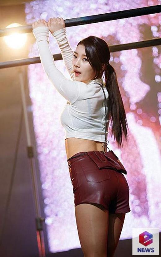 Không chỉ dịu dàng, Suzy còn có mặt sexy như thế này đây.