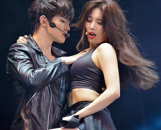 Suzy nóng bỏng bên cạnh bạn diễn.