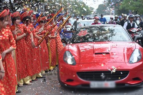 Hoa hậu Thu Ngân được tặng siêu xe hơn 30 tỷ trong lễ ăn hỏi