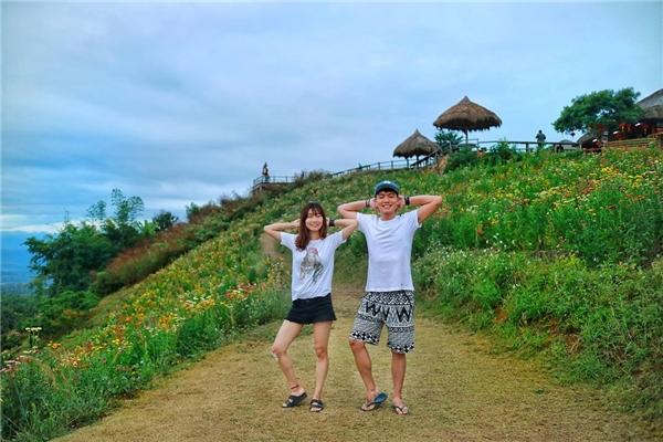 Hai bạn trẻ cùng nhau đi du lịch khắp nơi khiến nhiều người ghen tị.