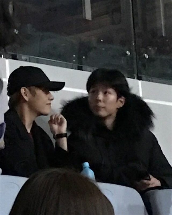 """Bắt gặp Park Bo Gum """"hẹn hò"""" với trai đẹp tại concert Big Bang"""