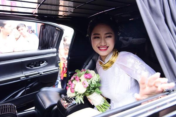 Được biết, tiệc cưới chính thức của Hoa hậu sinh năm 1996và doanh nhân Doãn Văn Phương sẽ diễn ra ngày (17/1) tới tại Hà Nội. - Tin sao Viet - Tin tuc sao Viet - Scandal sao Viet - Tin tuc cua Sao - Tin cua Sao