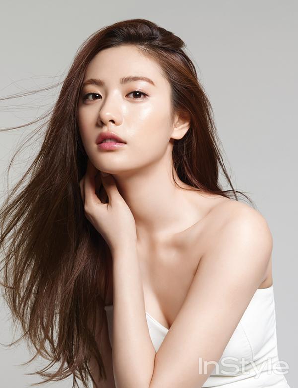 Nana được bình chọn là nữ thần sở hữu nhan sắc đáng ngưỡng mộ của Kpop.