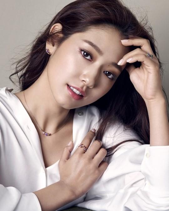 Park Shin Hye là diễn viên, người mẫu kiêm ca sĩ người Hàn Quốc
