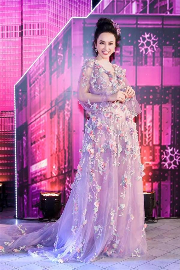 Angela Phương Trinh yêu kiều, sang trọng trên thảm đỏ.