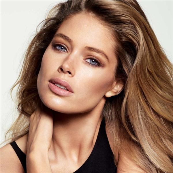 7. Hà Lan: Phụ nữ Hà Lan luôn tự do và phóng khoáng và ít chú trọng đến nhan sắc hơn các quốc gia khác, nhưng họ luôn giữ được sự tươi trẻ với dáng người thon thả và cao ráo. Đặc biệt vẻ đẹp của họ bộc lộ khá rõ trên những đôi mắt biết nói, hút hồn cánh mày râu.