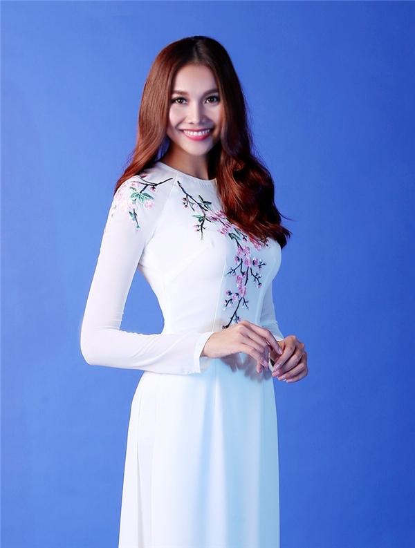 Hoa hậu - Siêu mẫu - Diễn viên Thanh Hằng - Tháng 1 với sắc hồng của hoa đào.