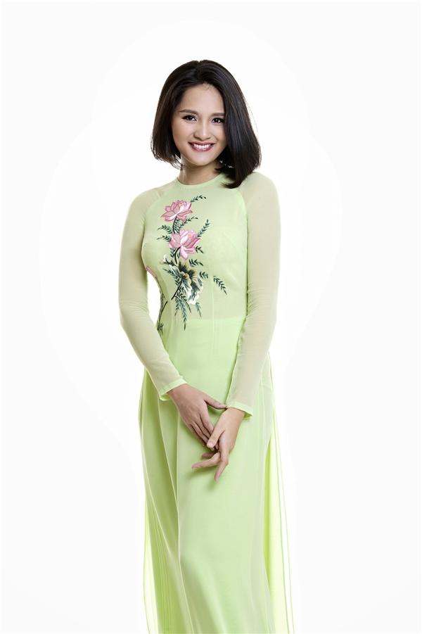 Hoa hậu đẹp nhất Châu Á 2009 - Hương Giang - Tháng 6 với sắc hồng của hoa sen.
