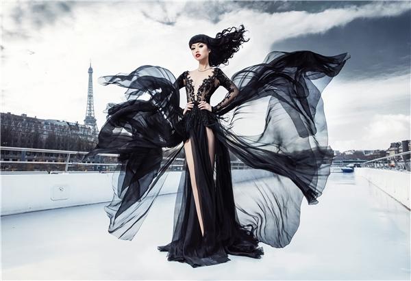 Jessica Minh Anh gây ấn tượng giữa lòng Paris cổ kính
