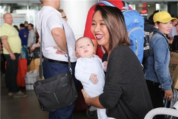 Thảo Trang bất ngờ đưa con trai về Việt Nam ăn Tết cùng người thân - Tin sao Viet - Tin tuc sao Viet - Scandal sao Viet - Tin tuc cua Sao - Tin cua Sao