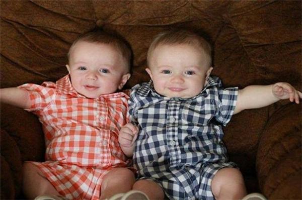 Dù là cặp song sinh được sinh ra từ một mẹ nhưng hai cháu bé này vẫn không được công nhận là anh em. (Ảnh minh họa: Internet).
