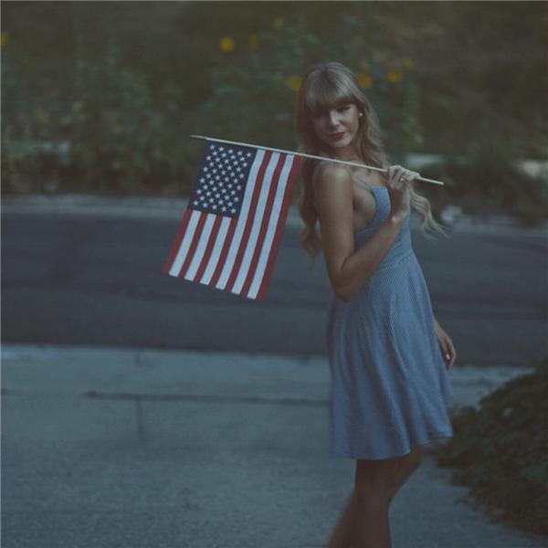 Từng biểu cảm, kể cả vóc dáng cao dong dỏng đều y hệt Taylor. (Ảnh: Instagram)