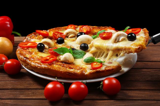 Phomat tự nhiên là nguyên liệu dễ bắt gặp trong những món ăn Âu châu quen thuộc.