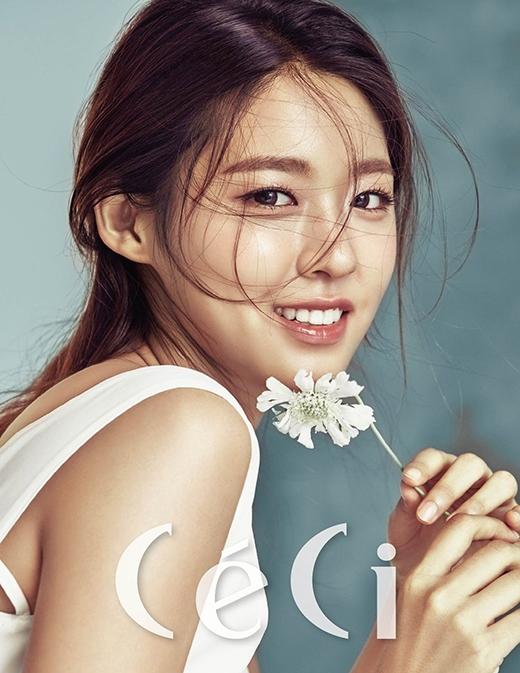 Seolhyunxinh đẹpđược đông đảo người hâm mộ yêu mến.