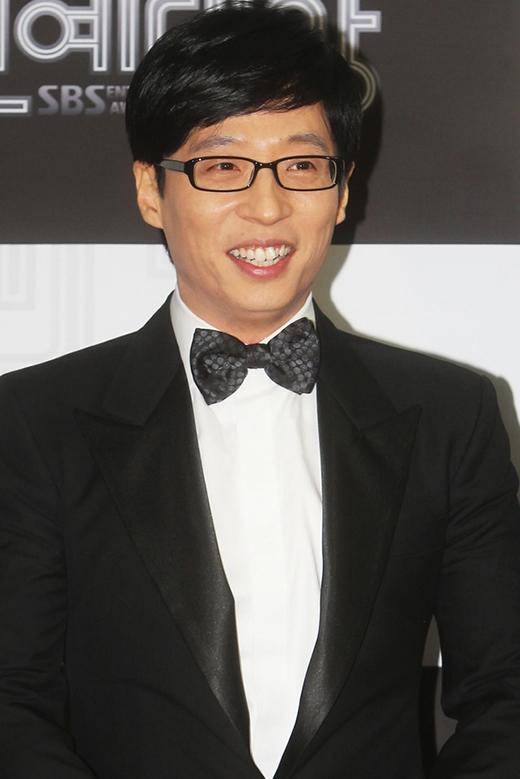 Yoo Jae Suk là MC được yêu mến bậc nhất xứ Hàn nhờ vào tài hoạt ngôn của mình.