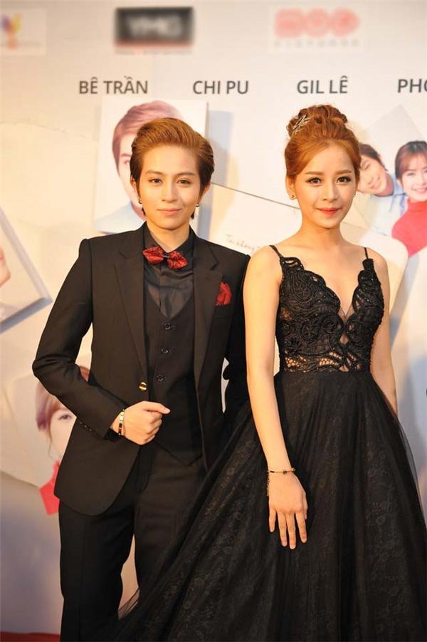 Năm 2015, sau bộ phim điện ảnh Yêu nói về mối tình đồng tính của hai cô gái do Chi Pu và Gil Lê vào vai chính, những câu hỏi về mối quan hệ thực sự của hai ngôi sao trẻ lại càng được dấy lên. Tuy nhiên, cả hai chỉ cười trừ hoặc nói cho qua chuyện mỗi khi được đề cập tới vấn đề này. Chi Pu từng nói, tình cảm của cô dành cho Gil Lê là sự thương mến, trân trọng và vô cùng quý giá. - Tin sao Viet - Tin tuc sao Viet - Scandal sao Viet - Tin tuc cua Sao - Tin cua Sao