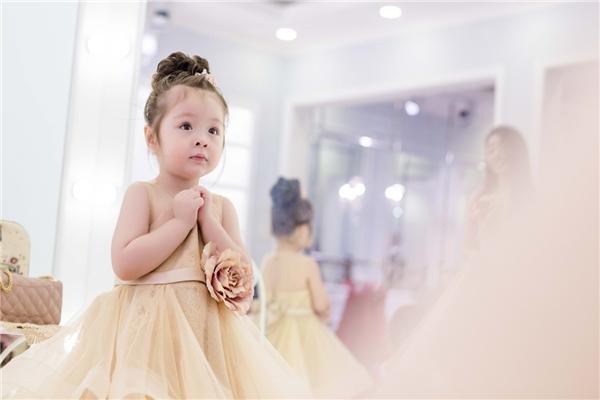 Ngất lịm khoảnh khắc Cadie diện đồ đôi xinh xắn bên Elly Trần