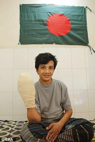 Sau cuộc phẫu thuật định hình lại bàn tay, anh Bajandar sẽ được xuất viện.